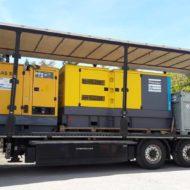 Stromaggregat Stromerzeuger von Atlas Copco auf Ladefläche eines LKWs