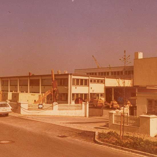 Firmengebäude-1978---1986-Daimlerstr.-Garching
